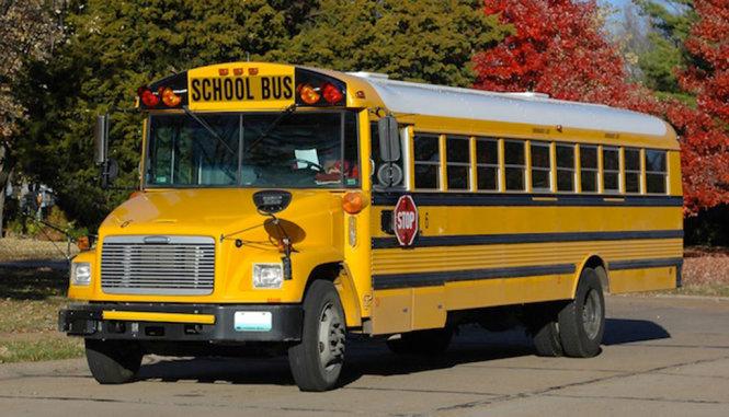 Xe bus chở học sinh ở Mỹ được ưu tiên