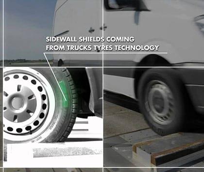 Hông lốp dày hơn giúp bảo vệ và tránh hư hại cho lốp khi vận hành trong đô thị.