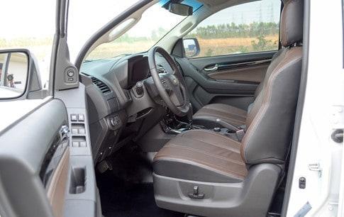 Cách giảm nhiệt độ khoang nội thất ô tô khi đỗ xe dưới nắng
