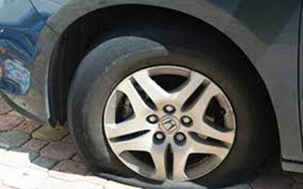 Chạy xe lốp cũ nát: 'Tử thần' rình rập mỗi vòng quay