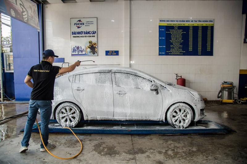 dịch vụ rủa xe ô tô tại Tân Hoàn Cầu