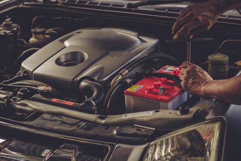 dịch vụ thay bình ắc quy ô tô tại Tân Hoàn Cầu