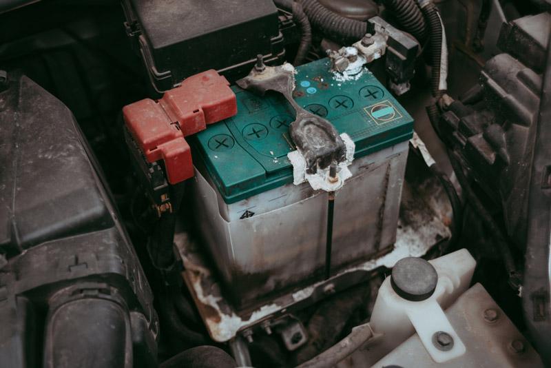 kiểm tra bình ắc quy ô tô