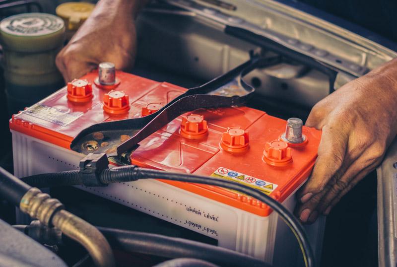cách thay bình ắc quy xe ô tô